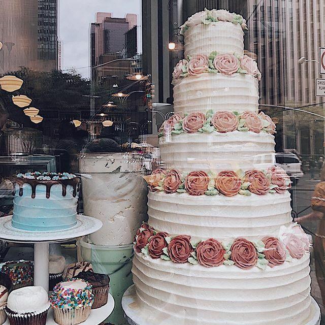 Magnolia bakery #newyork..#unconventionalkiki #intomylife #lifestyle #vsco #instastyle #instagood #theWeekOnInstagram #tv_strideby #rsa_outdoors#newyorkcity #newyork #newyork_ig#ig_nycity #instagramNYC #moodygrams #prettycitynewyork #streets_vision… https://ift.tt/2Rk4XWo