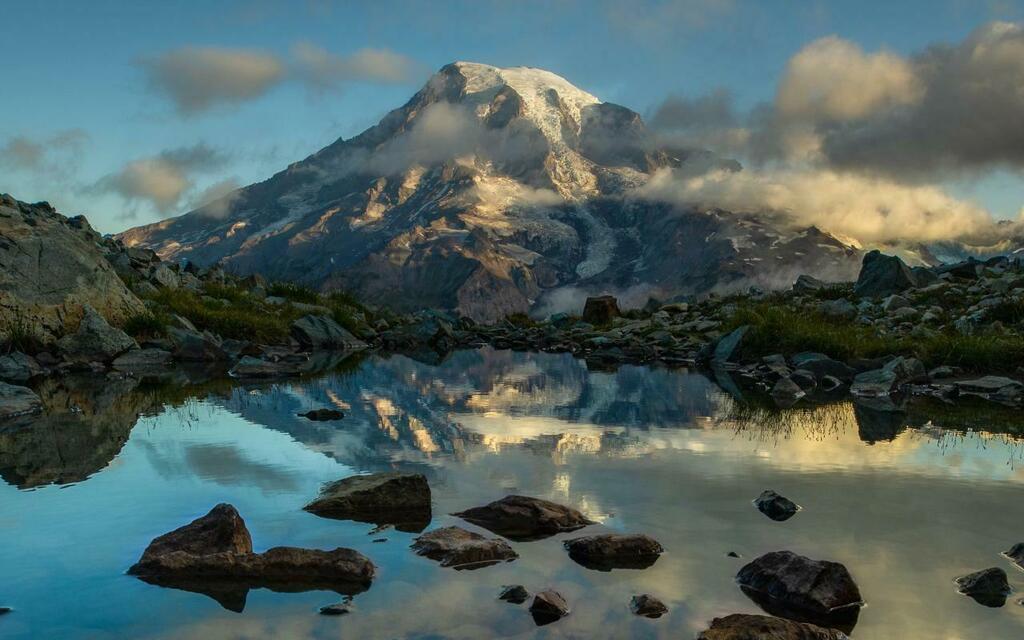 Sunrise on Mt. Rainier [3000x1875][OC] - deauxpamine <br>http://pic.twitter.com/1eTEKY5sdX