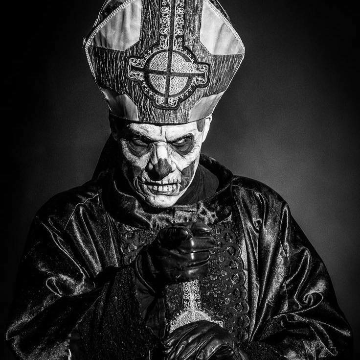 The Dark Horde scare curator. Use #darkhorde to join the darkness. RT @rockbizzbrasil: #ghost #PapaEmeritusII pic.twitter.com/iAy0WjRunP