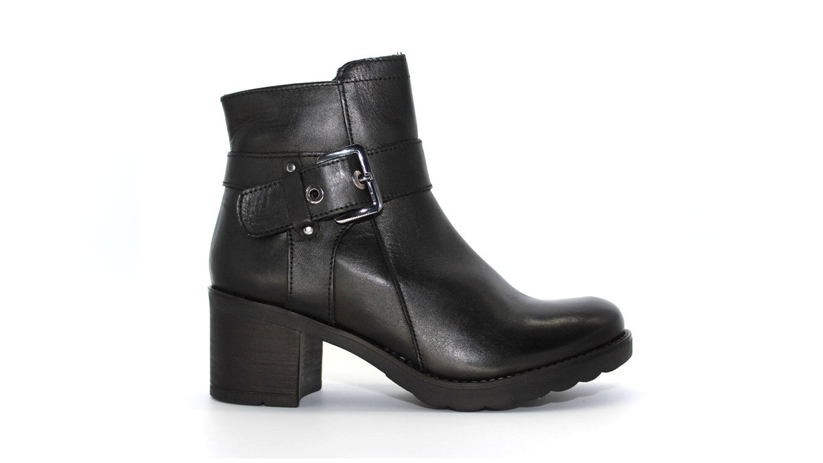 Make An Entrance In LYGION 01 https://buff.ly/2uXX68l  #shoelover #shoeaddict #fashionista #fashionable #fashionstyle #shoeslovers #Cosmopolitan #tiktok #famousfootwear #DSW #fashionblog #FashionAddict #fashionweek #NYC #GQ #California #Miami #wynwood #Boots #FashionDesignerpic.twitter.com/ofJCLxtMZ1