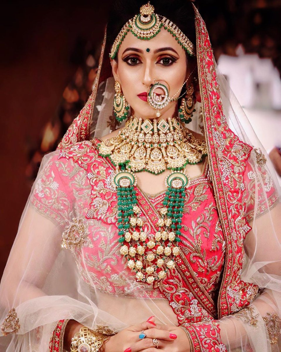 Megha Karpe looks Splendid in her beautiful Indian Bridal look at her Wedding!! #indianbride #indianwedding #fashionmodel #model #bridalinspiration #bridesofindia #bridalportrait #bridalphotography #weddingphotography #weddingseason #weddinglook #weddingwear #weddingdresspic.twitter.com/2qrKoTBpZw