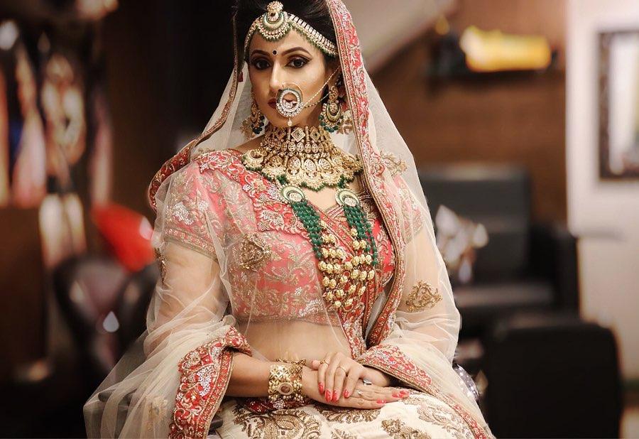 Megha Karpe looks Splendid in her beautiful Indian Bridal look at her Wedding!! #indianbride #indianwedding #fashionmodel #model #bridalinspiration #bridesofindia #bridalportrait #bridalphotography #weddingphotography #weddingseason #weddinglook #weddingwear #weddingdresspic.twitter.com/ibtfQNs1qi