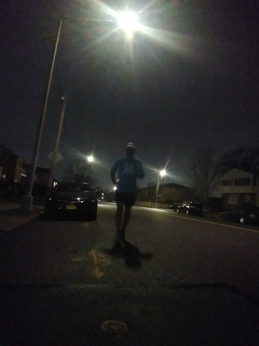 Waking up to a complicated day, the best thing one can do to simplify things is to get out there and run. Everything else tends to sort out nicely afterwards.  #running #triathlonlife #ironmantraining #ironman #triathlonpic.twitter.com/2hm12oaHXY