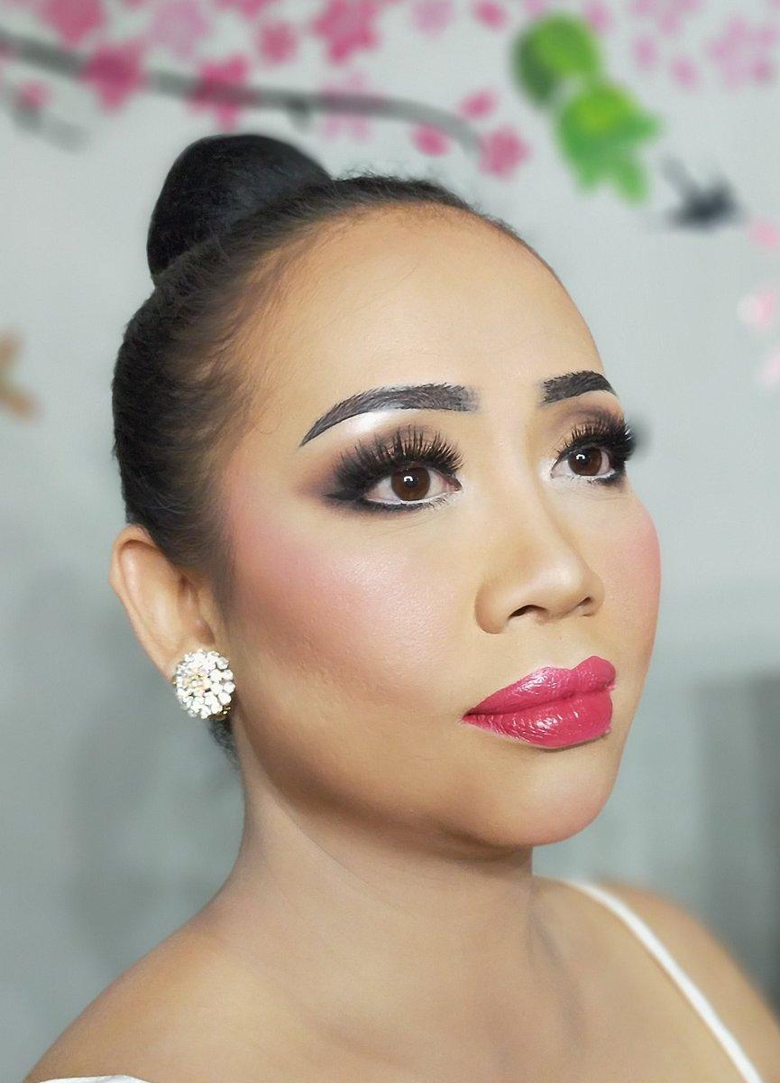 Bold Make Up _________________________________ More info please contact us at  WA & Call  : +6285777855448 _________________________________  #makeupartistjakarta  #pupu_makeup #makeupmalang #dragqueen #makeupprewedding #makeupwedding #makeupweddingmalang #makeupwisuda #makeuppic.twitter.com/Pcyv85K7og