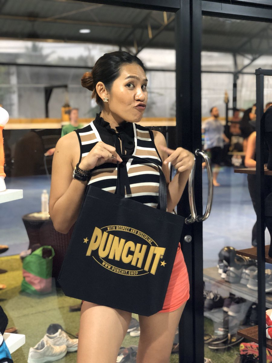 We also save the beautiful island Koh Samui. Punch it Gym is now also free of plastic bags.  And the complete muaythai equipment stuff can also be ordered online at  .  #kohsamui #noplastic #noplasticbags #noplastics #nomoreplasticbags