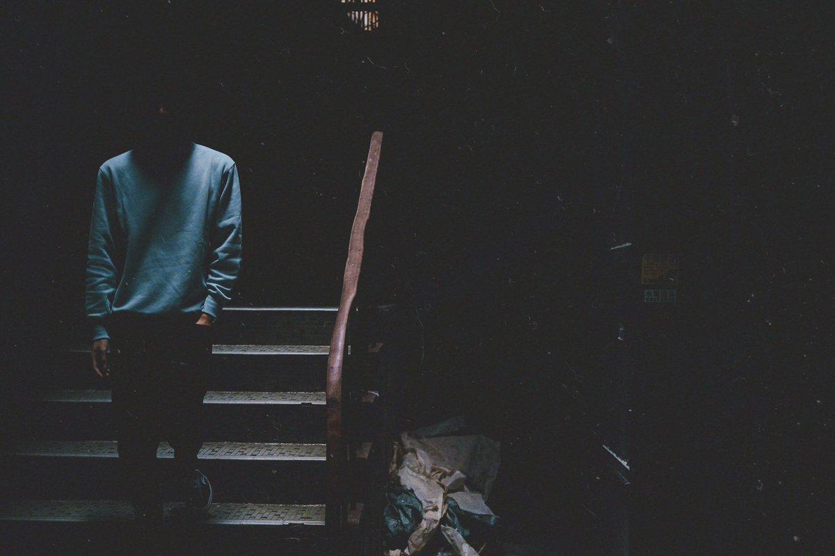 I'll fix it in post. Famous last words.   @sandy_perse ✁--------------------------------------------- #persehk #portrait #dystopia #industrial #mood #city #film #night #moodyportraits #moodytones #moodyedits #camera #dark #filmgrain #blues #photo #photography #travelpic.twitter.com/L1U5riAm3j