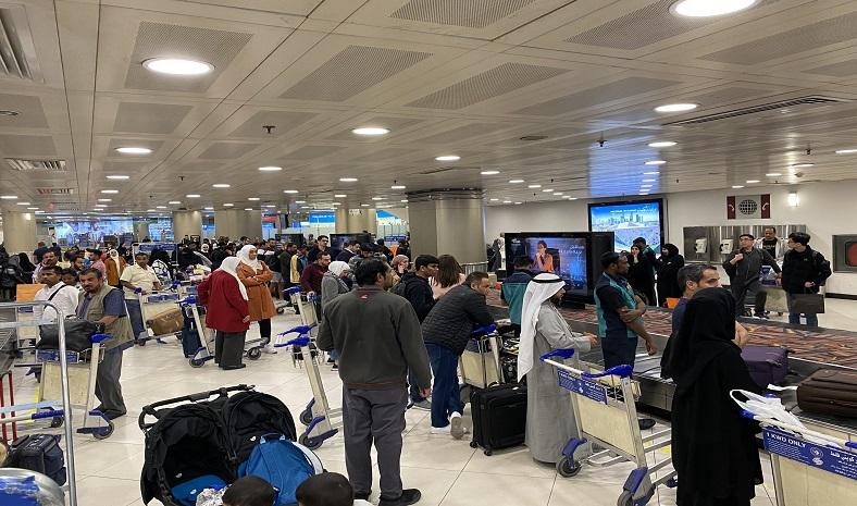 إضراب عمال حمل الحقائب في #مطار_الكويت https://bit.ly/3aiFnIA