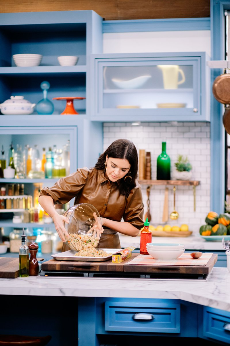 .@KatieLeeKitchen shares her hack for the crispiest, tastiest dinner - Sheet Pan Fried Rice. Plus, the winner of the Price Crunch Challenge is revealed, Sat. at 11 am EST #TheKitchen