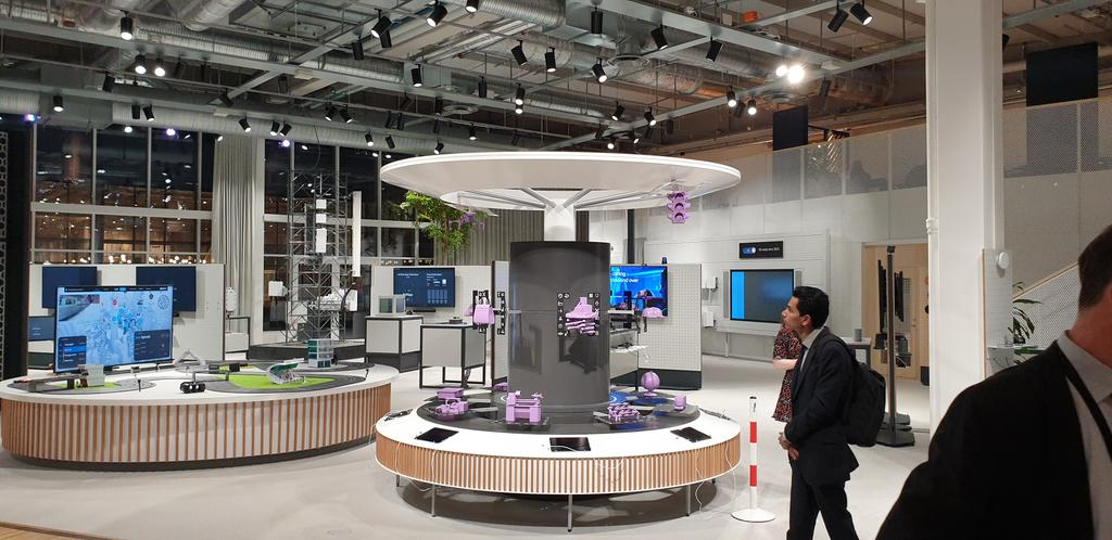 Nice display at #ericssonstudio of some of the emerging 5G applications for our #UK5G tour.pic.twitter.com/nEAzSMLMnm