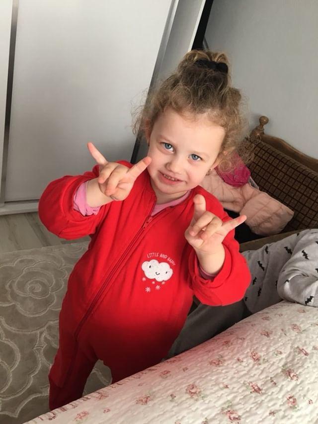Bu gördüğünüz dünyalar güzeli kızımız, Şehit Kadir Miraç Özcanın Türk Milletine emaneti, biricik kızı Umay Mina.