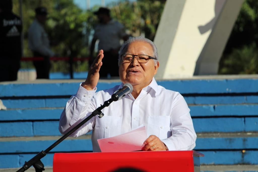 Dos firmantes de Acuerdos de Paz asisten al acto del FMLN