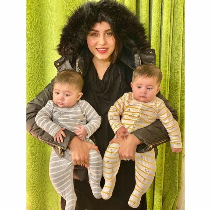 This picture of #NimraKhan with her adorable nieces is too cute for words! pic.twitter.com/Qz14huTiNW