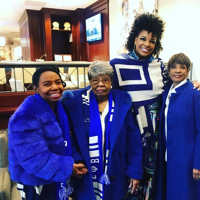 The 96 year-old daughter of one of Zeta Phi Beta's illustrious founders, Viola Tyler Goings, and her granddaughters! Happy Founders' Day to @sistercircletv's @Syleena_Johnson and the ladies of Zeta Phi Beta, Incorporated.  #ZetaPhiBeta #FoundersDay #SyleenaJohnson pic.twitter.com/LGIMXkEEzi