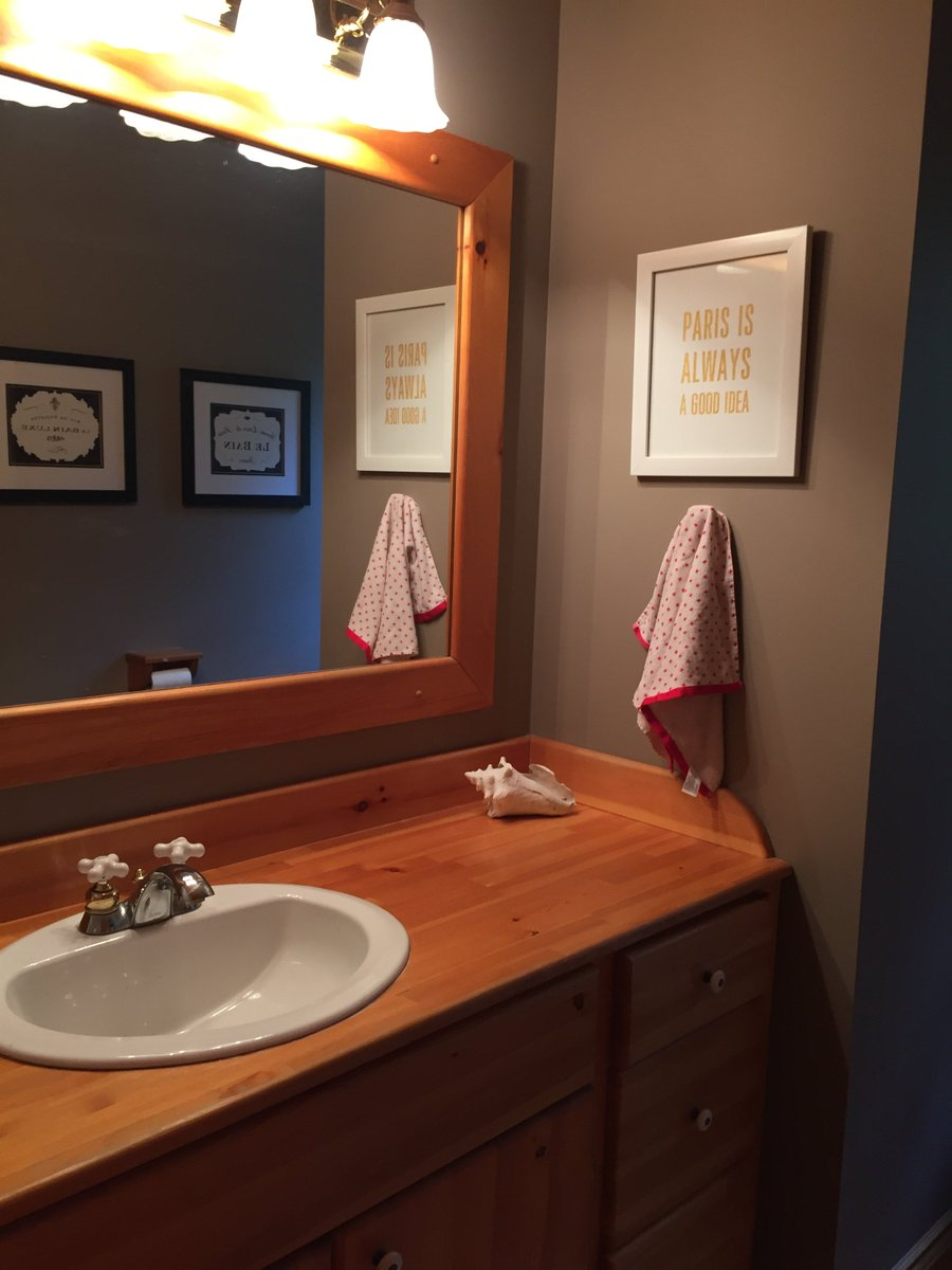 Check out the before and after of this powder room update. All it took was paint! @BenjaminMooreCA #OxfordWhite @AnnieSloanHome #NapoleonicBlue #powerofpaint https://t.co/4NGRTEH1km https://t.co/5aC9Wo4dgO