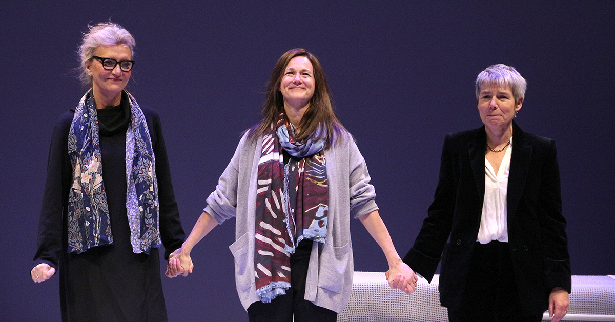 PIX: #LauraLinney opens on Broadway in @LizStrout's MY NAME IS LUCY BARTON at @MTC_NYC → http://bit.ly/2Rr1KDnpic.twitter.com/zJ0v58qxVm