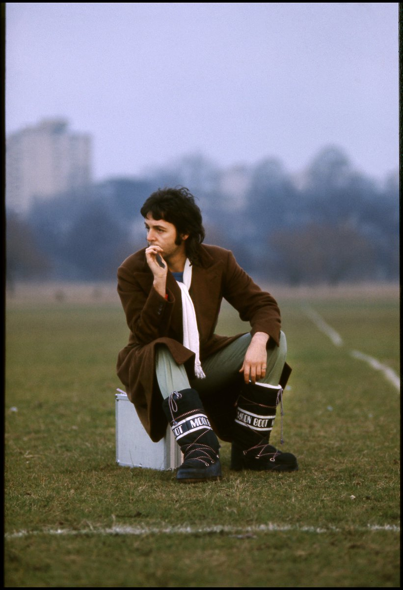 Paul in London, 1973. Photo by Linda McCartney #TBT #ThrowbackThursday<br>http://pic.twitter.com/9kxYSE0tWq