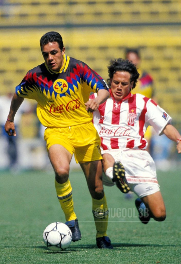 Pero que gráfica @cuauhtemocb10 y @elmatadorpr en la grama del @EstadioAzteca  Ídolos del #FutbolMexicano temporada 95-96 @ClubAmerica @ClubNecaxa #Águilas #Rayos @MemoriaFutbol_ @History_LigaMX @90sFutboll #Tampico #Madero #Méxicopic.twitter.com/iXUXIzKI5d