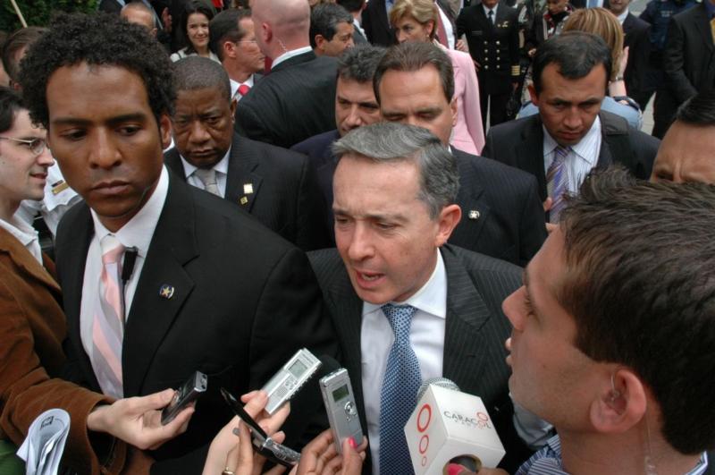 Former Colombian President Álvaro #Uribe linked to international drug trafficking through Sinaloa Cartel - World Socialist Web Site http://ow.ly/gAms30qa1J6