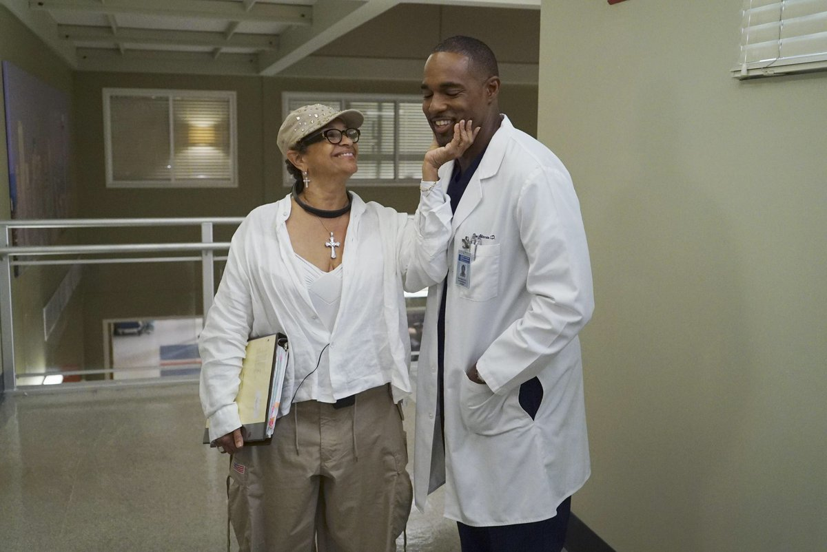 It is physically impossible to not love this woman #HappyBirthday @msdebbieallen @Station19 @GreysABC #crossover