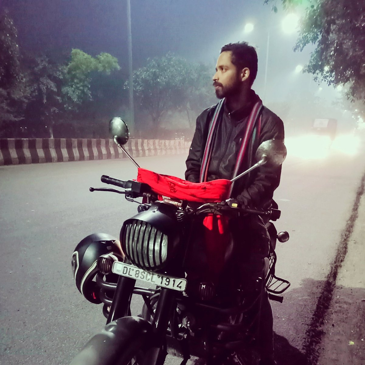 Delhi's winter.....#nightride #delhi #winternails #winterdays  #wintersolsticepic.twitter.com/xTGIsVLMcb
