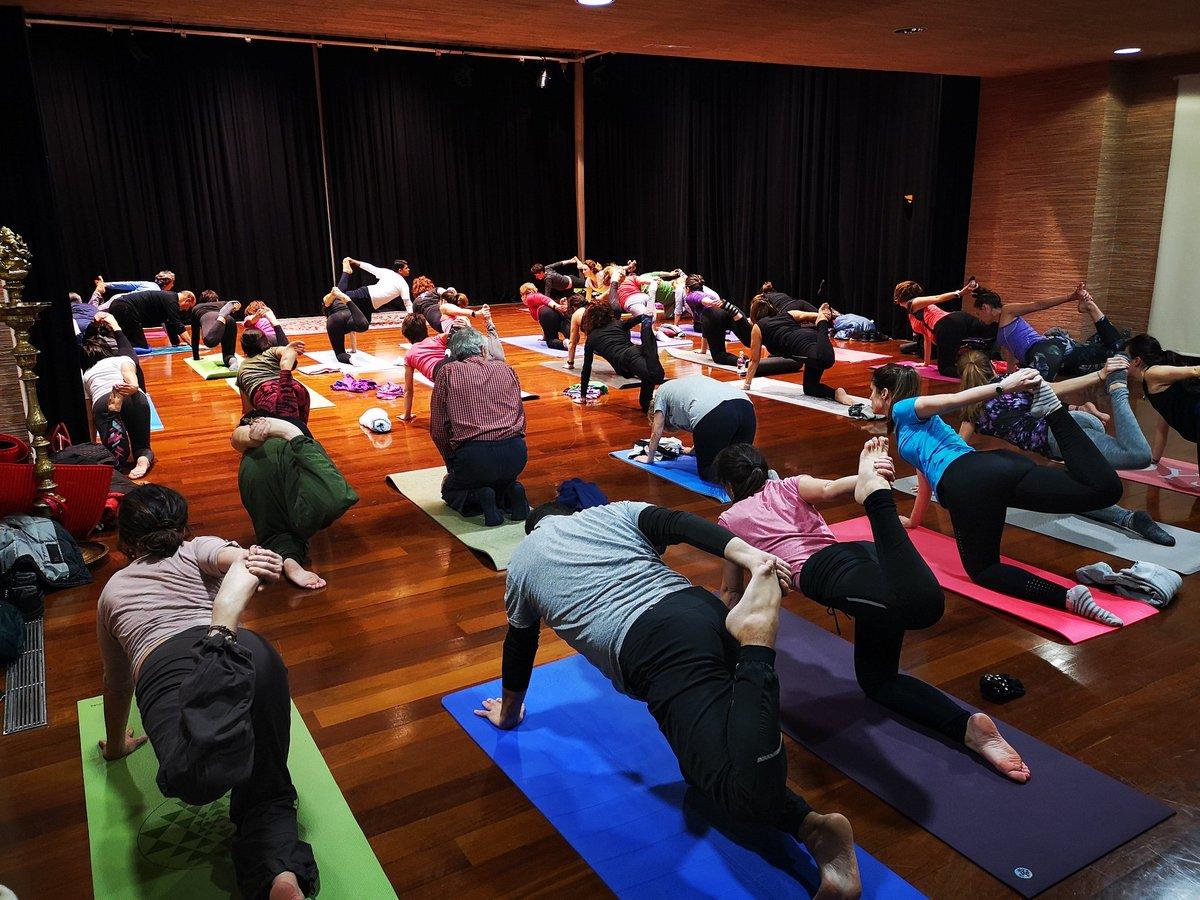 Hoy en Casa de la India el profesor de Yoga Manoj Kumar, Embajada de India en España, ha impartido una clase de yoga Ashtanga.  @eoimadrid @AyuntamientoVLL @UVa_es #Valladolid #yoga #ashtanga #ashtangayoga #indiapic.twitter.com/vyb1iKU7o6