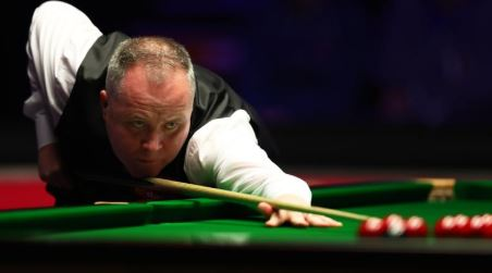 Ali Carter is taking on John Higgins in the quarter-finals of the 2020 Masters Snooker at Alexandra Palace - watch live BBC coverage now here and on @BBCTwo 👉https://bbc.in/2u4rdug  #bbcsnooker