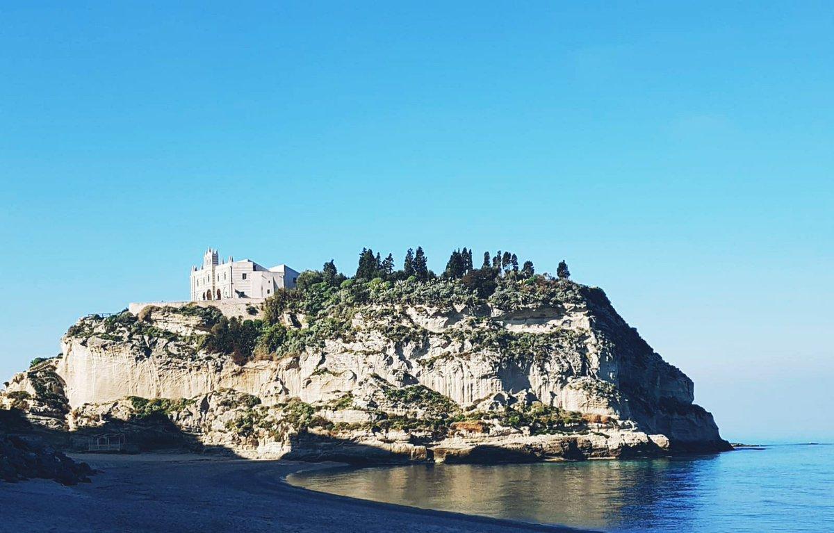 Le passeggiate mattutine che ti portano con il cuore all'#estate TROPEA#spiaggia #mare #foto #photography #photooftheday #FotoDelDía #fotodelgiorno #orizzonte #bluesky #summer #Vacanze #Travel #Holiday #Italy #Italia #Sud #Southernitaly #beautifulpic.twitter.com/2g7sdvshYo