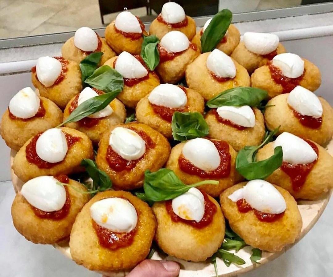 Buttati è morbido Pizzeria F.lli Iaiunese Casal di Principe Info: https://www.solocaserta.it #solocaserta #solocasertapizza #pizza #foodporn #foodpornpizza #fotodelgiorno #caserta #casertafoodporn #cibo #fame #iaiunese #casaldiprincipe #casaldiprincipefoodporn #montanare #frittopic.twitter.com/AFopXvSctl