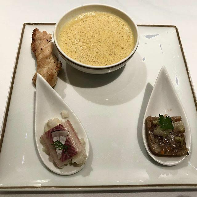 Amuse bouche : terrine de pied de veau, anguille fumée, velouté de potimarron et son sacristain  @liondor1774 #sologne #delice  #yummy #foodpics #foodstagram #instagood #foodforthought #delicious #gourmandise #photooftheday #sweet #lunch #fresh #tasty #f… https://ift.tt/2sskhGGpic.twitter.com/zOzECl554e