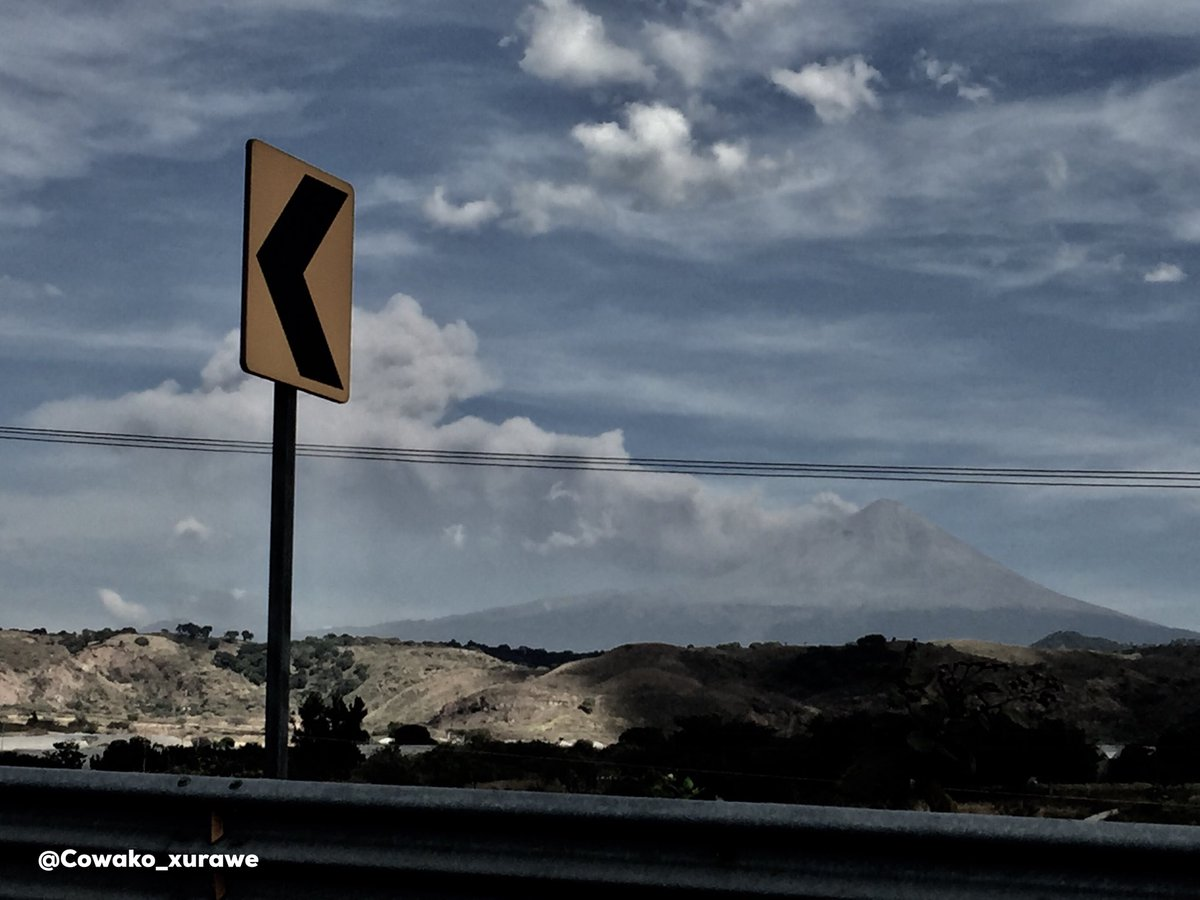 Fumarola hace unos instantes.@webcamsdemexico @SkyAlertMxpic.twitter.com/7ZLduHNfOI