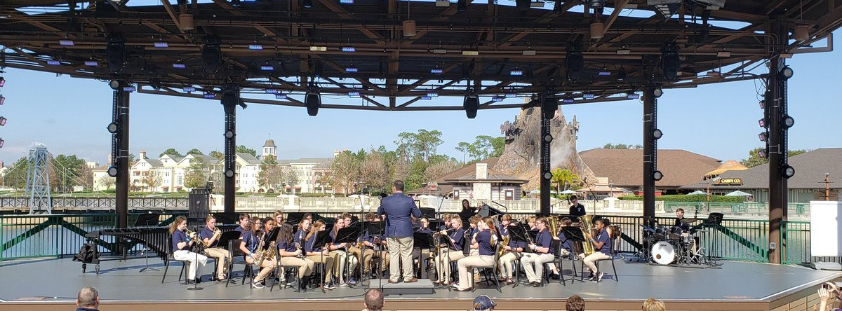 @HeritageMiddle1 8th grade band had a fine performance today at Disney Springs!  #TheHeritageWay <br>http://pic.twitter.com/tSPKGTzHpG
