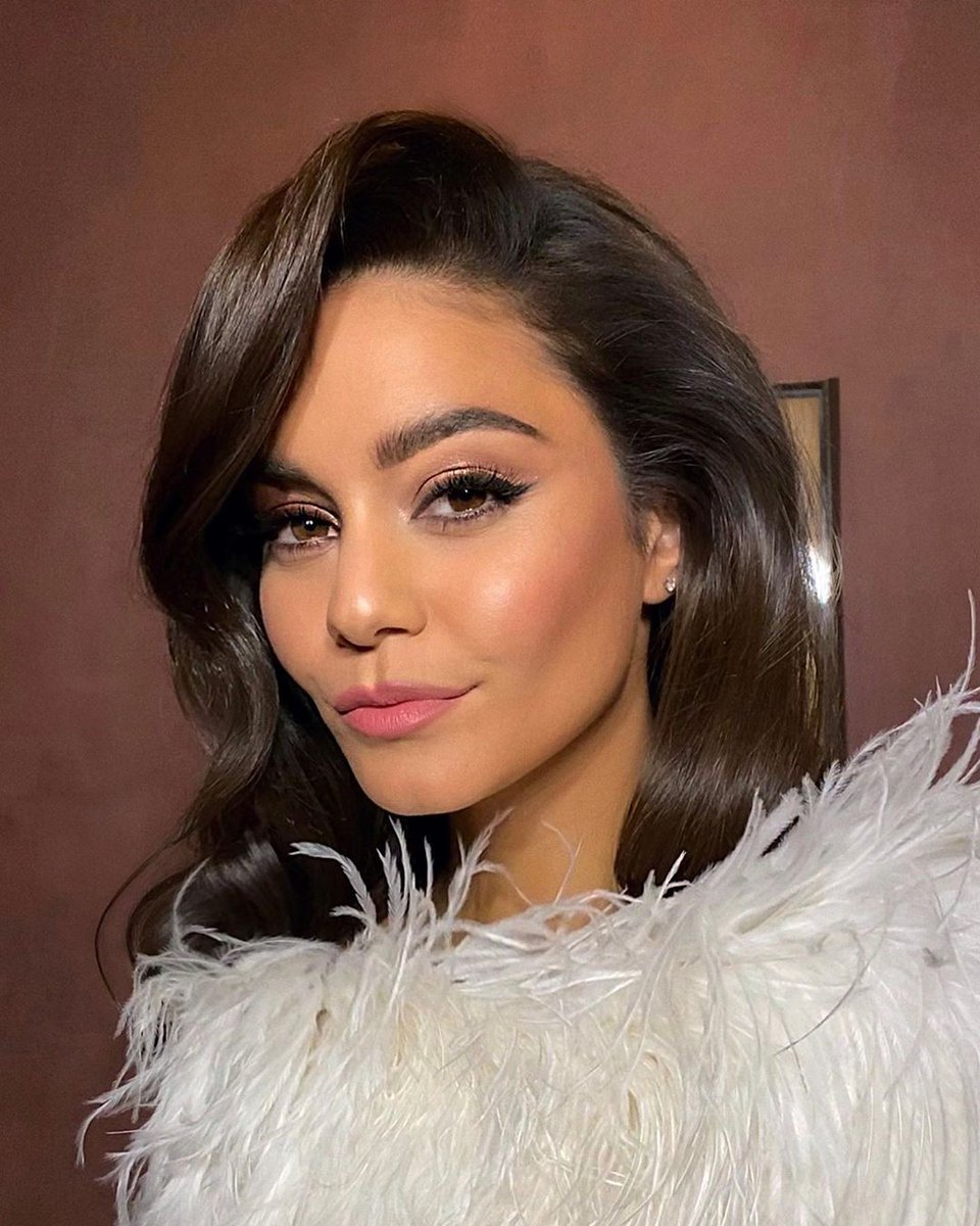 "Get The Look: Vanessa Hudgen's (@VanessaHudgens) Romantic Glamour From The "" @BadBoys for Life"" L.A. Premiere  Created by @allanface using @KosasCosmetics http://bit.ly/2tsYuiL  #getthelook #BadBoyspic.twitter.com/g8NFHZ5xL2"