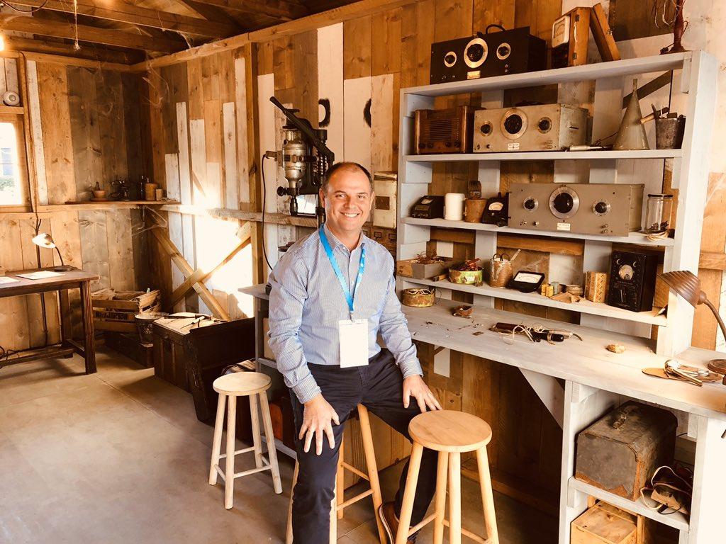 """Hola amig@s, me encuentro en el """"Garage"""" donde empezó la historia de HP (Hewlett Packard) fundada en 1939 por William Hewlett y David Packard en estos momentos 80 años después tiene más de 55.000 empleados en todo el mundo y facturan más 50.000.000.000 dólares @HPEspana @HP https://t.co/4UTsmz6yPr"""