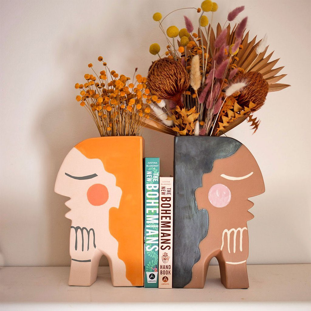 #thejungalow: Introducing ...   #Bohemiandecor #Bohodecor #Jungalow #Newbohemian #Newbohemianhandbook   https://www.allforgardening.com/76145/thejungalow-introducing-our-new-face-vase-bookends-designed-by-justinablakeney-exclusively/…  .pic.twitter.com/8ZQFFf5LG0