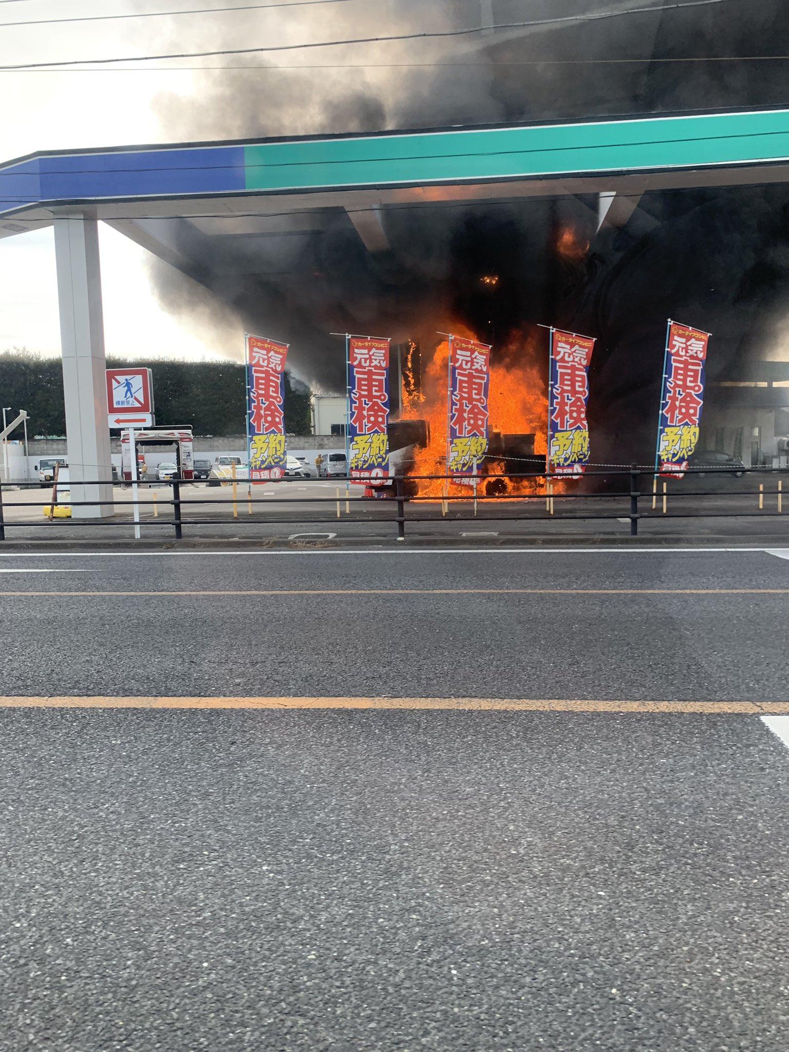 伊勢崎市今泉町のガソリンスタンドで車両火災が起きた現場の画像