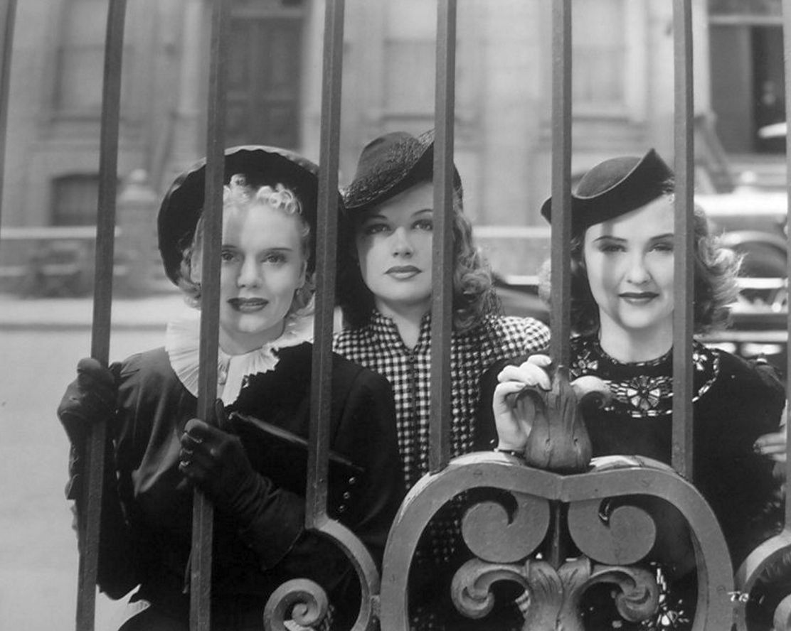 Marie Wilson, Ann Sheridan, and Margaret Lindsay in BROADWAY MUSKETEERS (1938) #ClassicFilms pic.twitter.com/uK6Bt6Tuyi