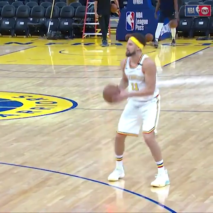 Klay Thompson breaks out a familiar uniform for workout while injured
