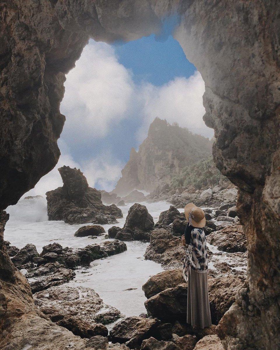 #Repost @ekaapurwati_ • • • • • • Pantai jungwok,girisubo,gunungkidul  Beautiful view  . . pantai jungwok gunung kidul yogyakarta  #pantaigunungkidul #pantaijogja #pantai #jungwokbeach #jungwokbeach#jogjaistimewa #wonderfulindonesia #pantaipic.twitter.com/EuY3hyK1kl