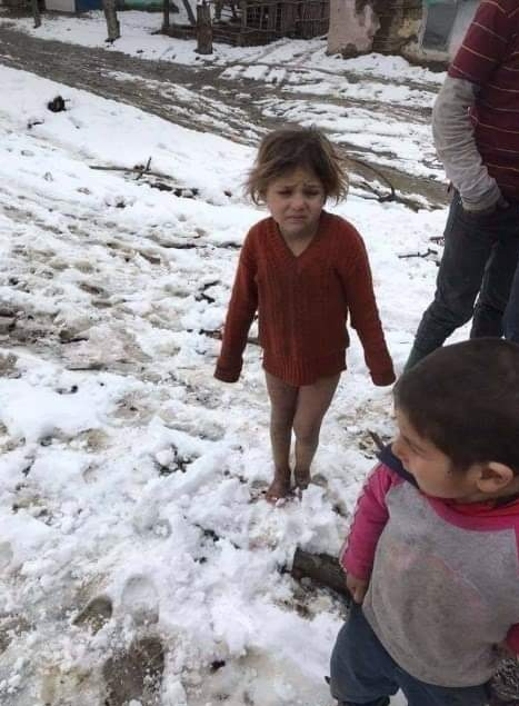 .@BelgiumUN  See this kid?  You KNOW there's no need 4 #RussiaChina approval 2 deliver aid; why let #RussiaChina bully YOU?  #SyrianChildren in #Idlib & #Rukban are in desperate need right now! #Food_Medicine #Winterclothes #Houses AND #StopTheBombsOverIdlib #StopRukbanTheSiegepic.twitter.com/tfBkPPjQ2A