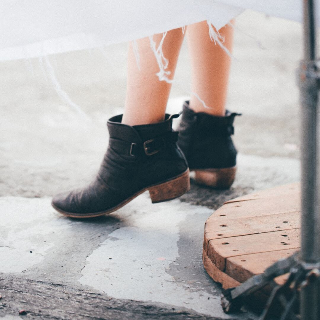 Do you need some cash for that pair of cute new booties? Well, why not sell your old clothes using the SellHound app. First-time users get three free listings! Download our app, link in bio  . . . . . #resellercommunity #reseller #resellertips #ebay #ebaysellerpic.twitter.com/JNhrucv4bP