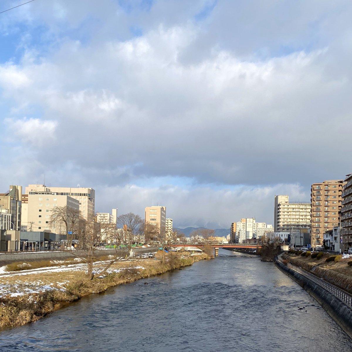 2020/01/17 盛岡市の開運橋から撮影。きょうで阪神・淡路大震災から25年です。みなさま、体調管理に気をつけてお過ごしください。 #岩手 #盛岡 #北上川 #岩手においでよ