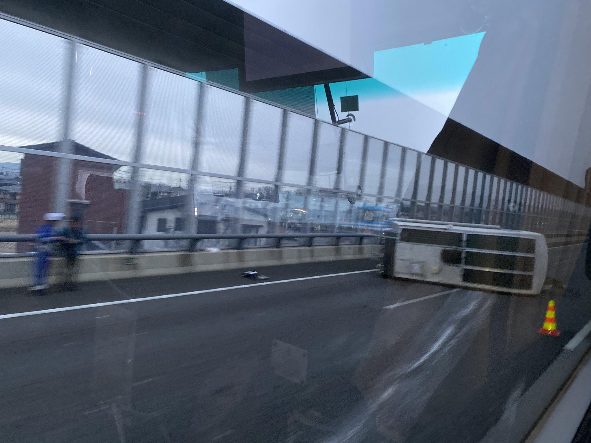 伊勢湾岸の豊田JCT付近で横転事故の現場の画像