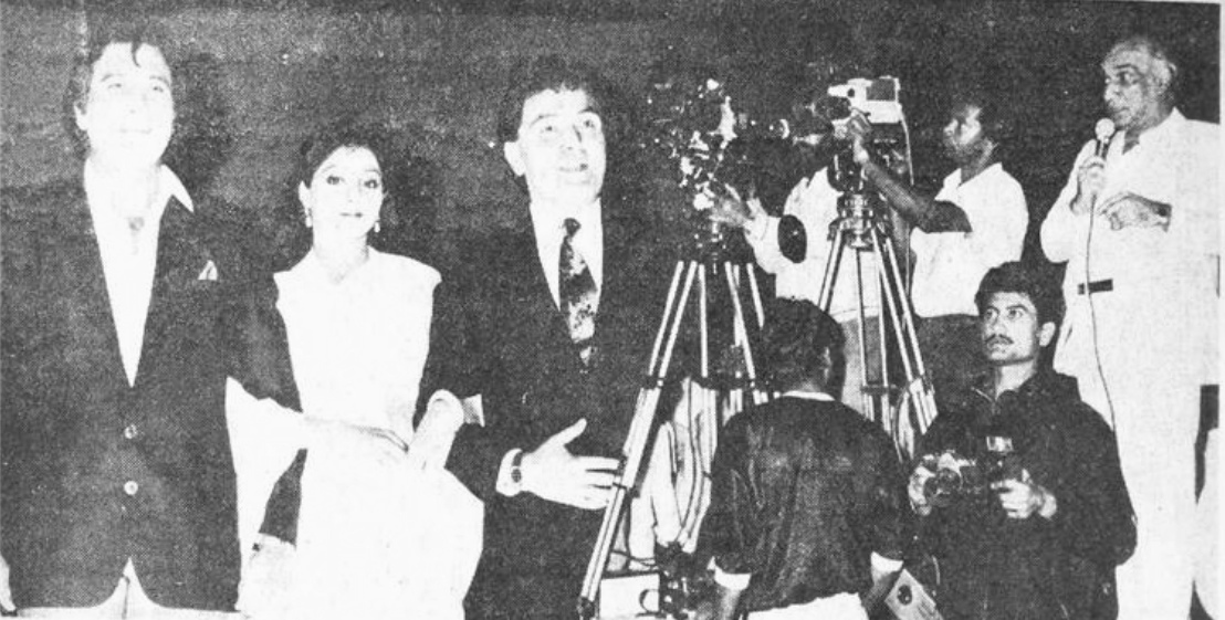 #Chandni crew behind the scenes. If we could, we'd buy allllllllll the magazines from circa 1983 till 1990 (we have the rest!) for rare gems like this: #VinodKhanna #Sridevi and #RishiKapoor and #YashChopra on the sets of the film. 1989. But this is from circa 1988... on set