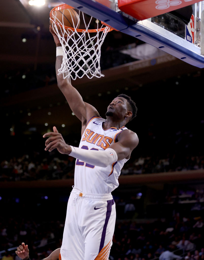 Deandre Ayton scored 26 points and grabbed 21 rebounds tonight in New York. Deandre Ayton is the first @Suns player to record at least 25 points and 20 rebounds in a game since Amar'e Stoudemire did so on Feb. 6, 2008.