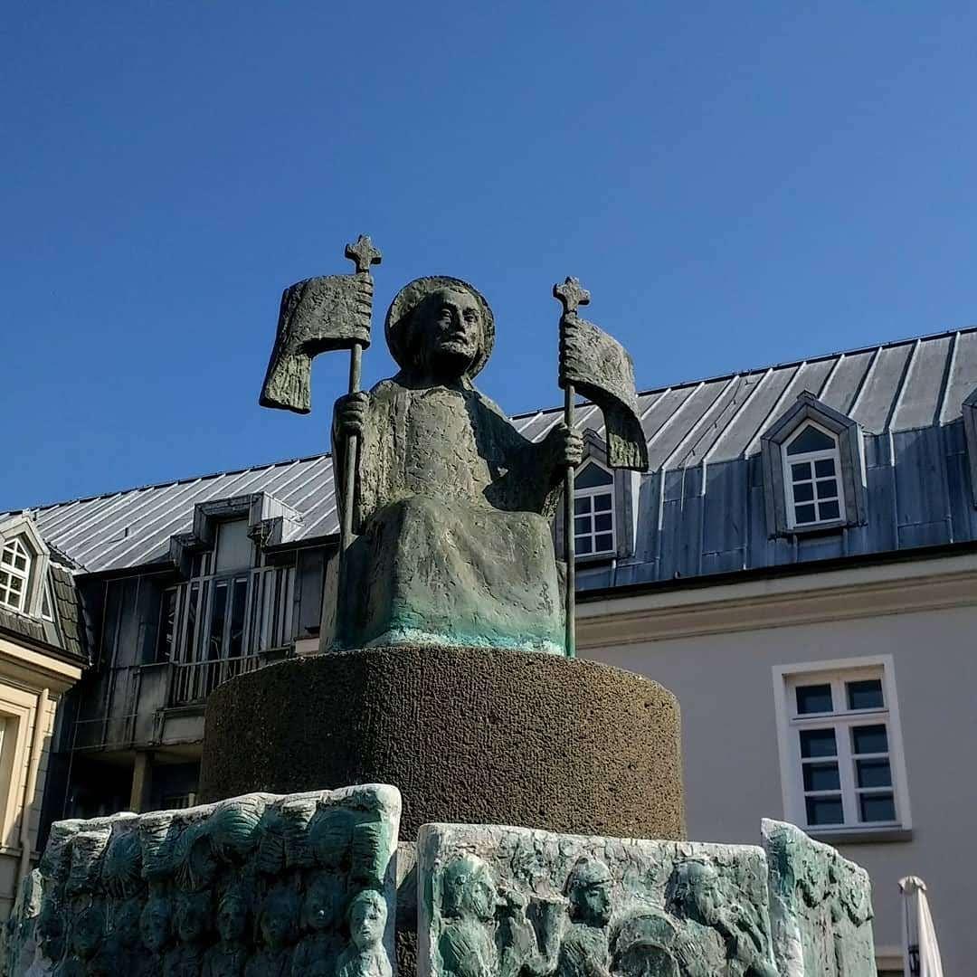 #impressionen vom #Niederrhein #rheinberg #kirchplatz #skulptur #kreisweselpic.twitter.com/kG787ogIgv
