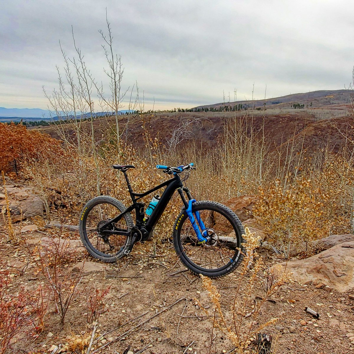 Since it is snowing outside, here is the E160FS before it started snowing in November. #mountainbike #ebike #ebikes #emtb #bike #ride #mountainbiking #cycling #savetheworld #ridebikesbehappy http://grvtwrx.com pic.twitter.com/DXbSHXoFNg