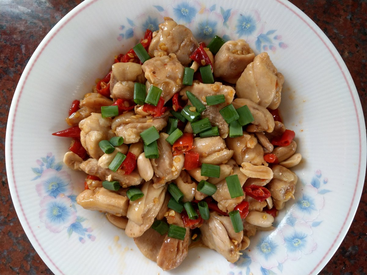 My homemade spicy Kung Pao Chicken  ! pic.twitter.com/nVy7eAf6qu