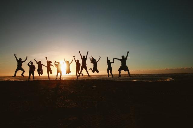 ¡Por fin es viernes! ¡Qué paséis un feliz fin de semana, amigos! Abrigaos #Viernes #FelizFinDeSemana #VivendiBusinessCenter pic.twitter.com/VSxfyvYSlj