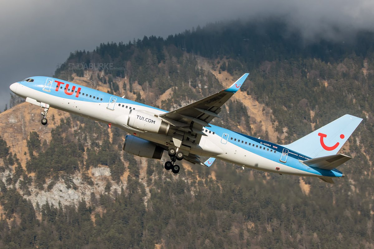 Departing Innsbruck with ease last Saturday is this @TUIUK 757 bound for @Gatwick_Airport . The 757 really comes in to its own for challenging airports like this. #avgeek #aviation #tui #boeing757 #inn #lowi #austria #mountains #takeoff #departure #gatwick #photography #tyrol pic.twitter.com/TQyM11TKdy
