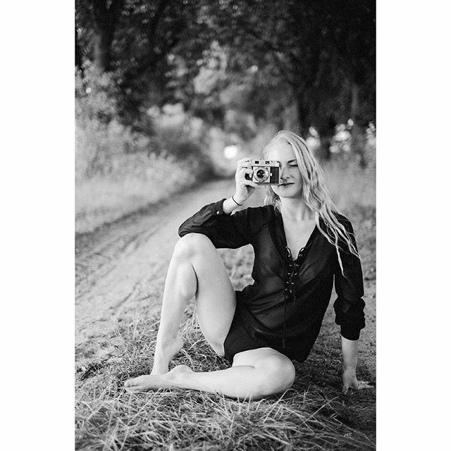 #moodyports #ig_muse #portrait_shot #portrait_mood #igpodium_portrait #makeportrait #top_portraits #endlesssummer #endlessfaces #shooting #photographer #naturephotography #blackandwhite #schwarzweiss #schwarzweiß #sensual_shots_ #blackandwhitephotography… https://ift.tt/2FYLNic pic.twitter.com/x4zmMIIVaH
